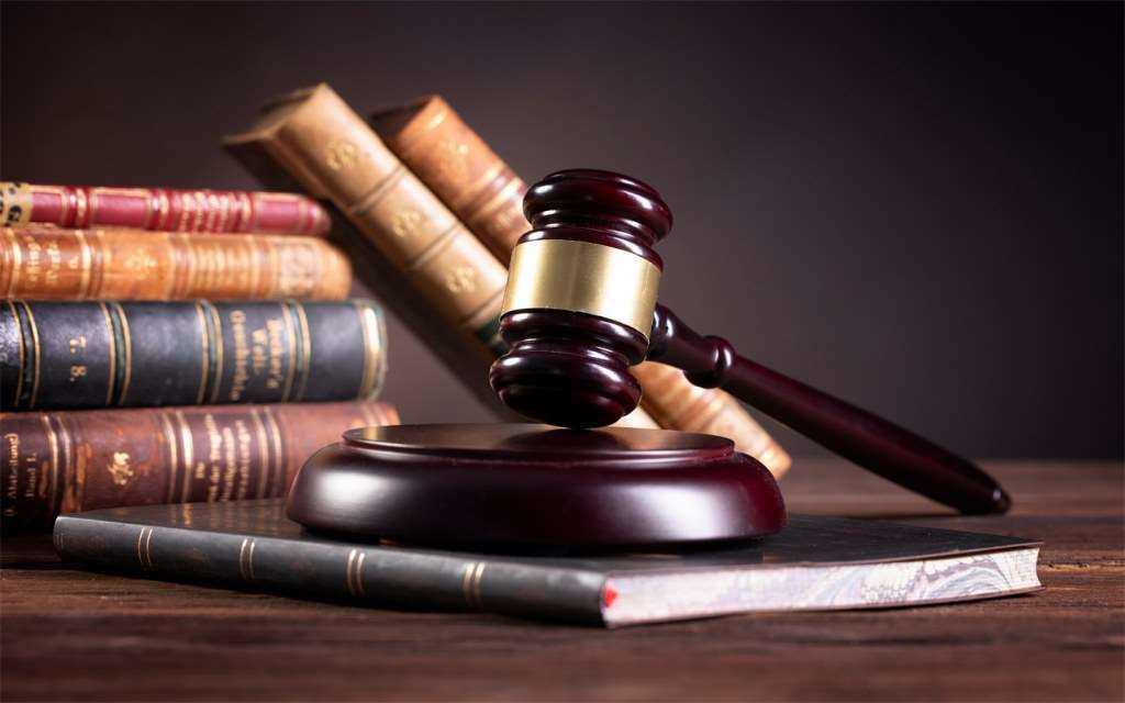 وکیل خوب و معتبر، در کنار مهارتش، متواضع نیز می باشد