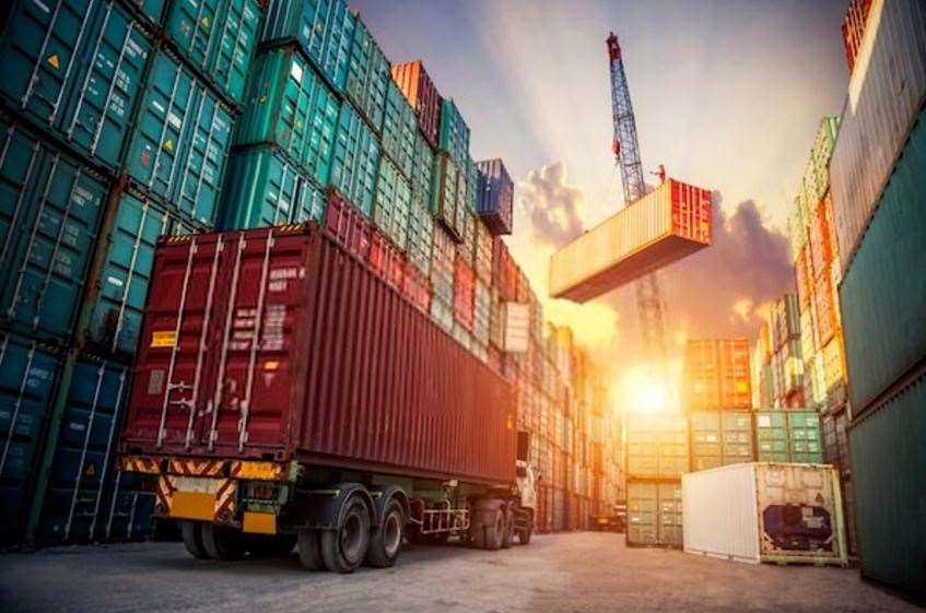 تجارت، از جمله روابط مهم بین کشور های مختلف است.
